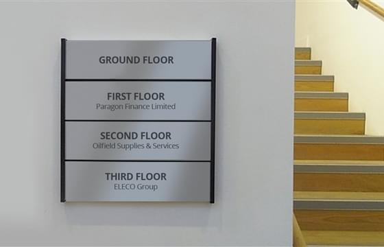 immagine anteprima Aluminium-Beschilderung für Leitsysteme von Krankenhäusern, Geschäften, Büros und anderen Einrichtungen