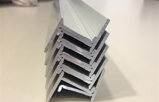 immagine anteprima Aluminium Profile und Stahl-Profile im Vergleich